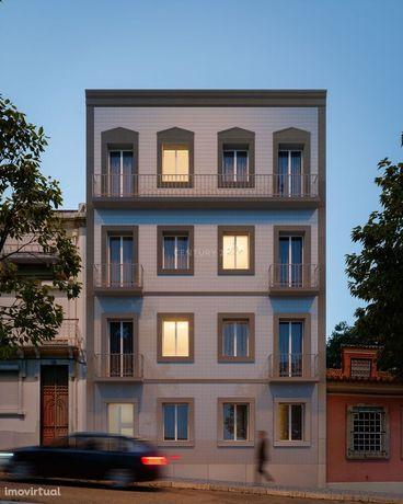 Apartamento contemporâneo, em edifício reconstruído na Calçada de Sant