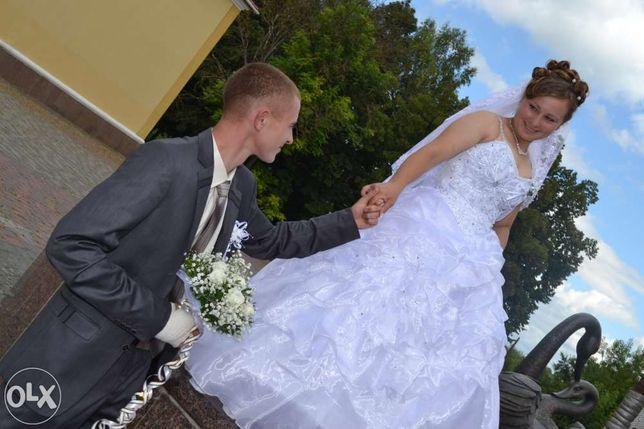 Продаю вишукану весільну сукню