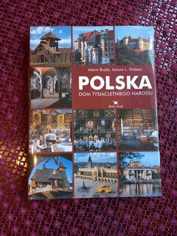 """Album """"Polska - dom tysiącletniego narodu"""" w fotografii  Adama Bujaka"""