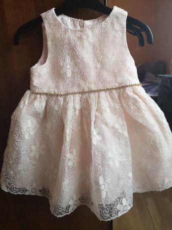 Piękna sukienka dla małej damy.