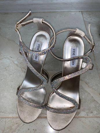 Туфлина на каблуке
