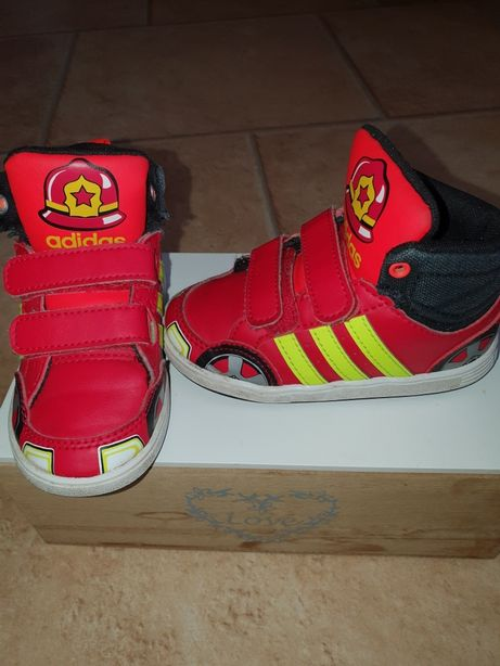 "Buciki adidas ""strażaki"" 14 cm"