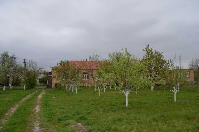 Будинок в центрі с. Тубільці, 0,9 Га землі