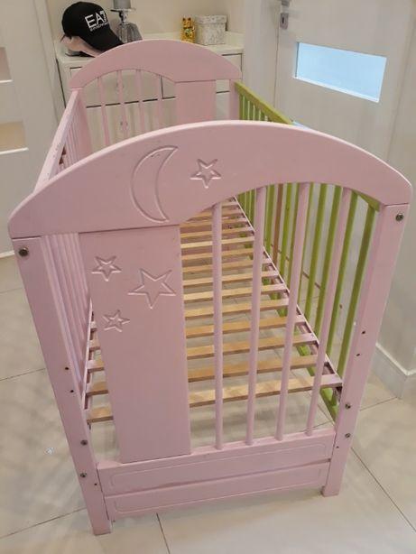 Różowe łóżeczko dziecięce