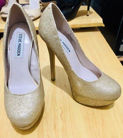 Sapatos Steve Madden dourados