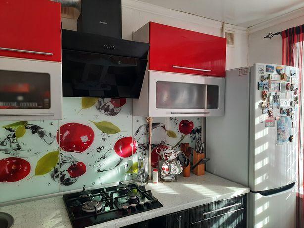 Кальмиусский р-н,Украина 2х комнатная кв с мебелью,техникой
