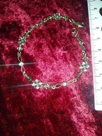 Винтажный браслет из зелёными кристаллами