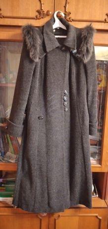 Жіноче розкішне пальто