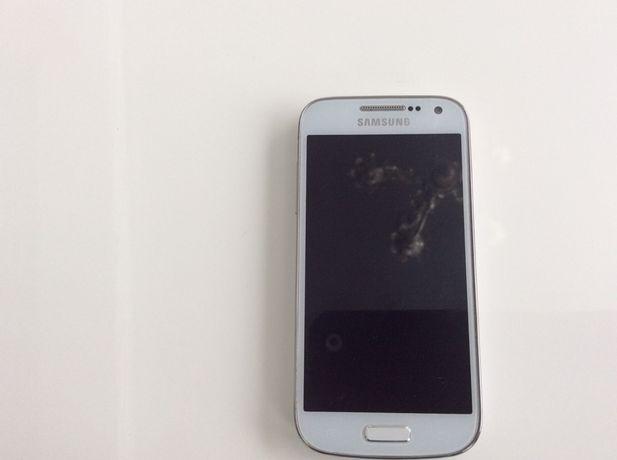 Sprzedam Samsunga S4 mini w kolorze białym.