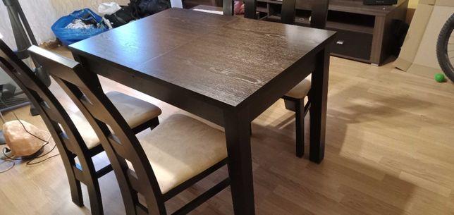 Stół (lite drewno) plus 4 krzesła