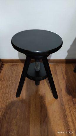 Siedzisko, taboret, krzesło o regulowanej wysokości.