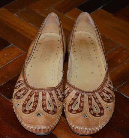 Продаю женскую обувь