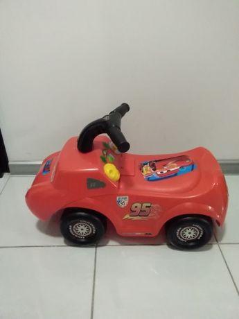 Samochodzik jeździk w dobrym stanie.