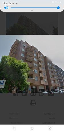 Apartamento T4 com garagem