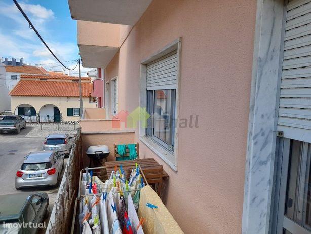 Apartamento com 3 assoalhadas   Recentemente Remodelado   Varanda long