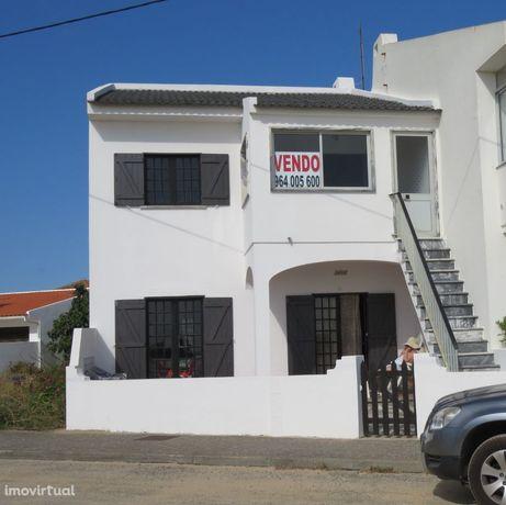 Moradia T6, dois piso, 1º linha de mar em praia da Consolação/Peniche