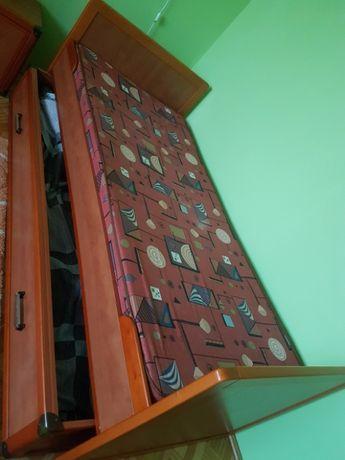 Używane, Drewniane łożko
