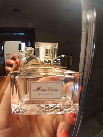 Flakony po perfum Miss Dior DKNY