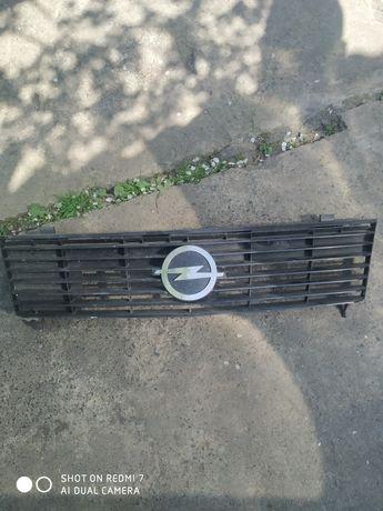 Решетка радиатора Опель Аскона