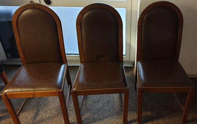 Krzesła antyki ze skórzaną tapicerką 450 zł za 3 szt.