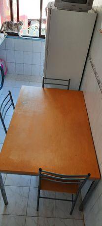 Mesa de cozinha com 3 cadeiras
