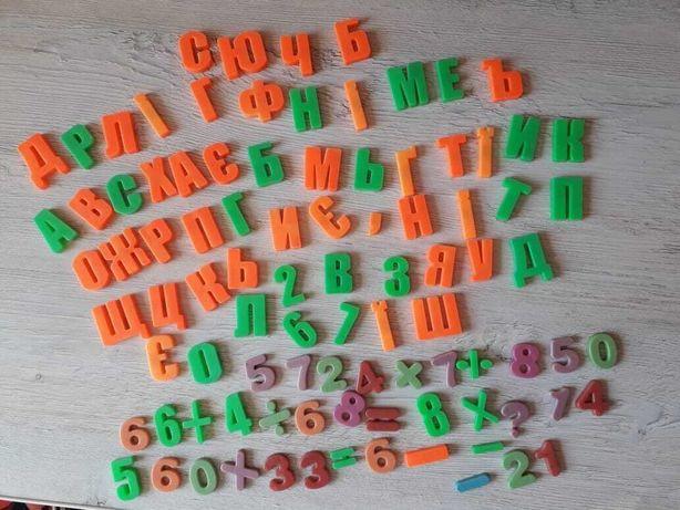 Набор магнитных букв, цифр и арифметических знаков