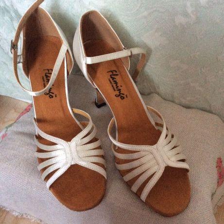 Туфли бальные латина белые 39р