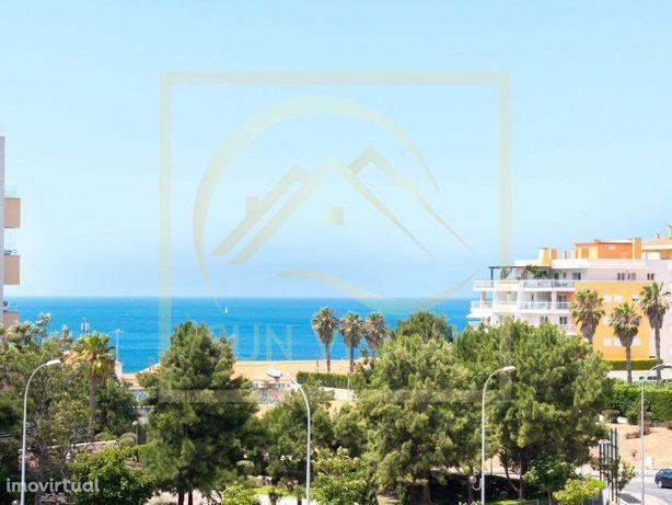 Apartamento T3 com vista de mar, nos Jardins da Parede