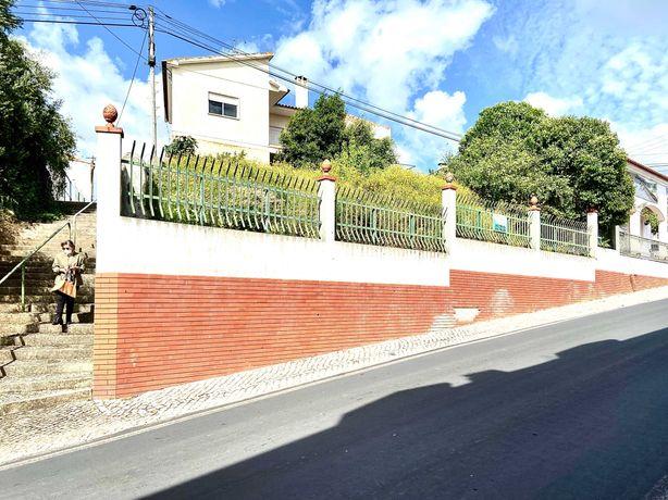 Moradia T5, Garagem e Anexos - Pontével
