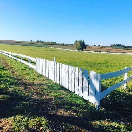 Ogrodzenie farmerskie dla koni, drewniane, płot, zagrodzenie.