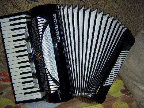 Akordeon Royal Standard Silviana 96 basów 4 chóry
