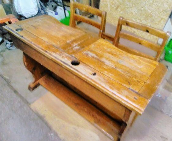 Zabytkowa ławka szkolna