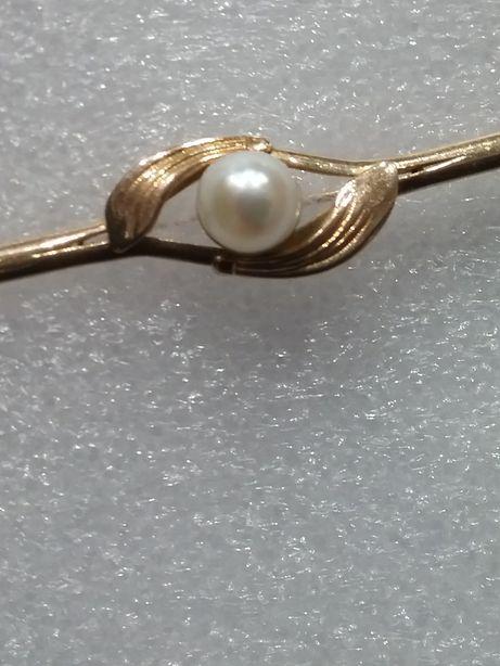 Broszka złota z perłą