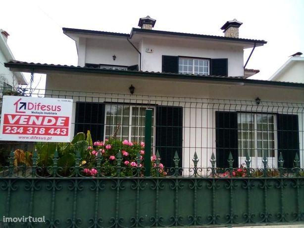 Vende Moradia T4+1 em Ilhavo