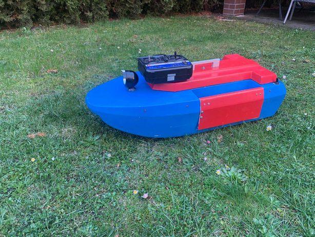 Łódka zanętowa karpiowa na kadłubie Modelmast