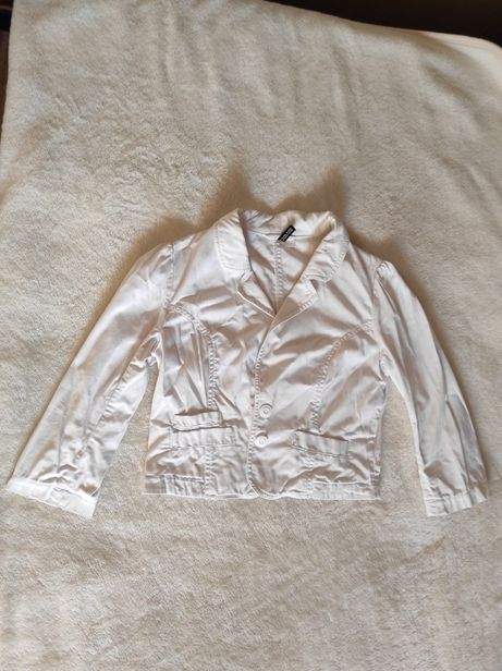 Белая короткая джинсовка