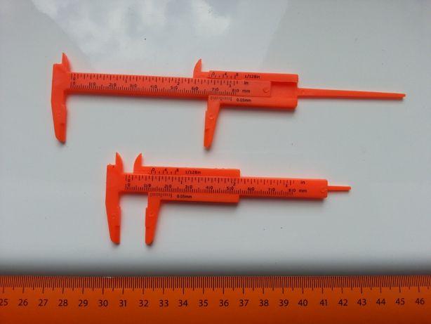 Mała plastikowa suwmiarka, 8cm, kolor pomarańczowy, NOWA,