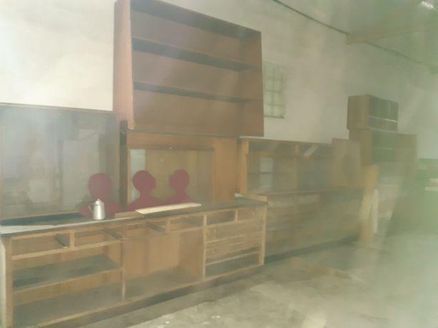 Diversos móveis,  vitrines, expositores antigos