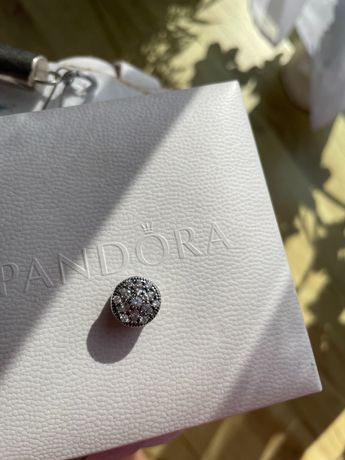 Charms Pandora okrągły diamenty srebro