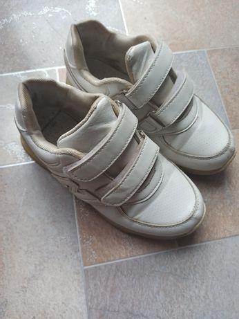 Кросівки (кроссовки)