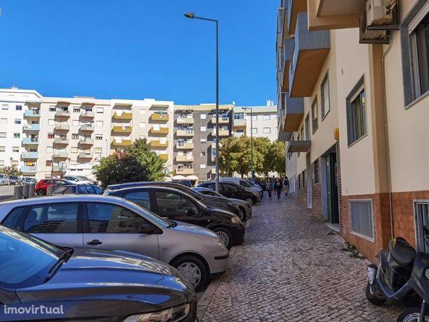 Armazém para Venda em Portimão, Algarve