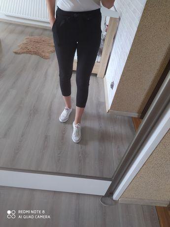 wiązane czarne spodnie rozmiar M