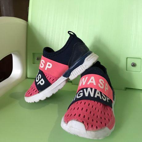 Продам кроссовки для девочки 23 размера