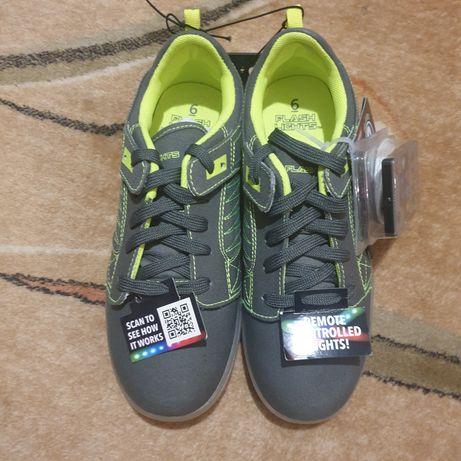 Продам кроссовки со светящейся подошвой  р-р 6