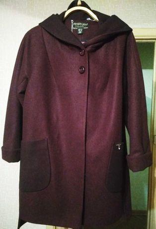 Демисезонное пальто бордо капюшон пояс