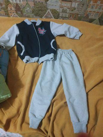 Продам спортивный костюм на мальчика