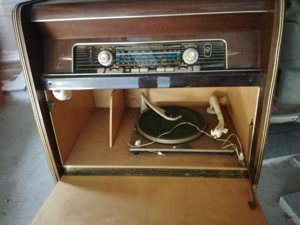 Rádio com gira discos