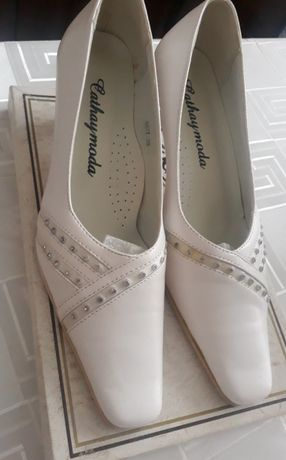 Buty białe, nowe, czółenka 38