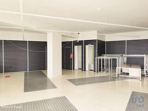 Loja - 166 m²