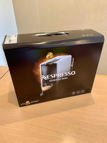 Máquina de Café Essenza Mini Nespresso Piano Black C30